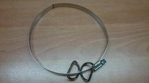 Schlauchschelle mit D-Ringen vor der Montage